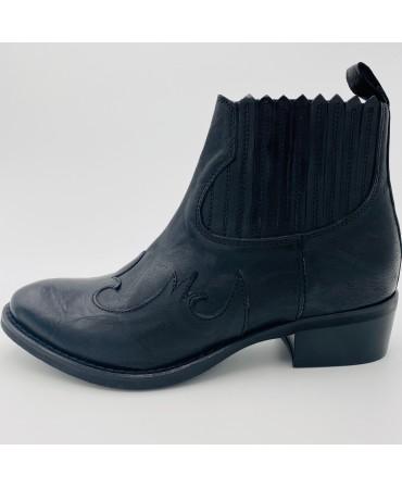 Boots Anna